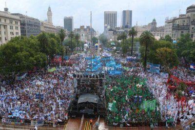 Con shows musicales, en Plaza de Mayo se vivió la Fiesta de la Democracia