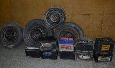 Secuestran baterías y ruedas de autos