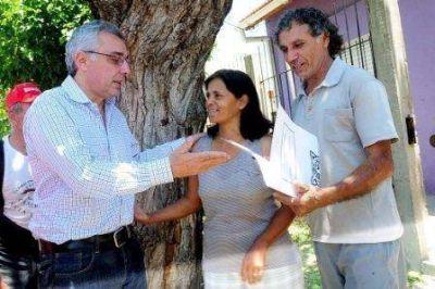 Julio Zamora entregó escrituras a vecinos de distintas localidades de Tigre