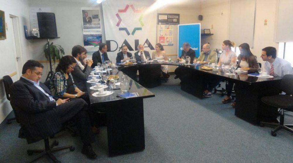 El rabino Awraham Soetendorp y el embajador de los Países Bajos visitaron la DAIA