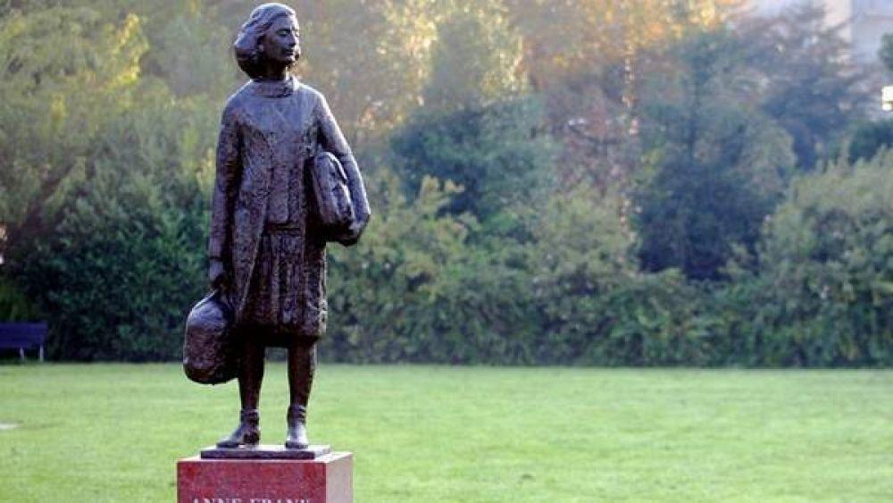 Desde mañana, Ana Frank tendrá su escultura en Buenos Aires