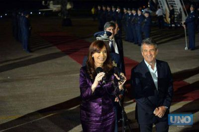 Cristina llegó a Paraná para encabezar este miércoles la Cumbre del Mercosur