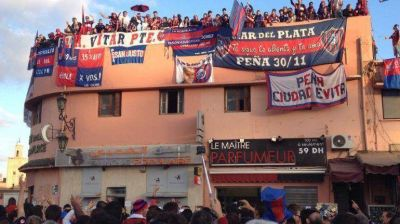 Le sobra aliento: los hinchas de San Lorenzo realizaron un 'Banderazo' en Marrakech