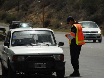 Realizan controles vehiculares en las rutas de la provincia