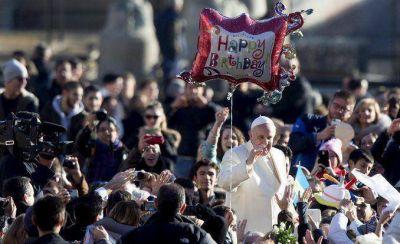 El Papa festeja su cumpleaños sin torta ni regalos: