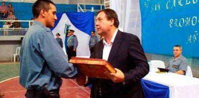 El gobernador de la provincia presidió ayer en Bariloche el acto de egreso de 44 nuevos agentes de la Policía rionegrina