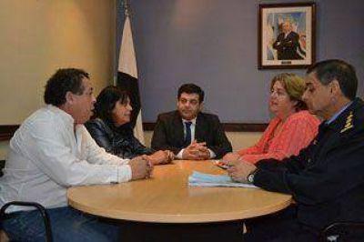 Firma de convenio para el edificio de la Comisaría de la Mujer en Caleta Olivia