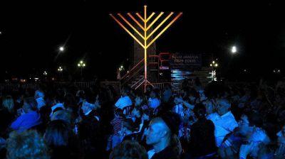 La primera vela de Jánuca ya ilumina en Capital Federal