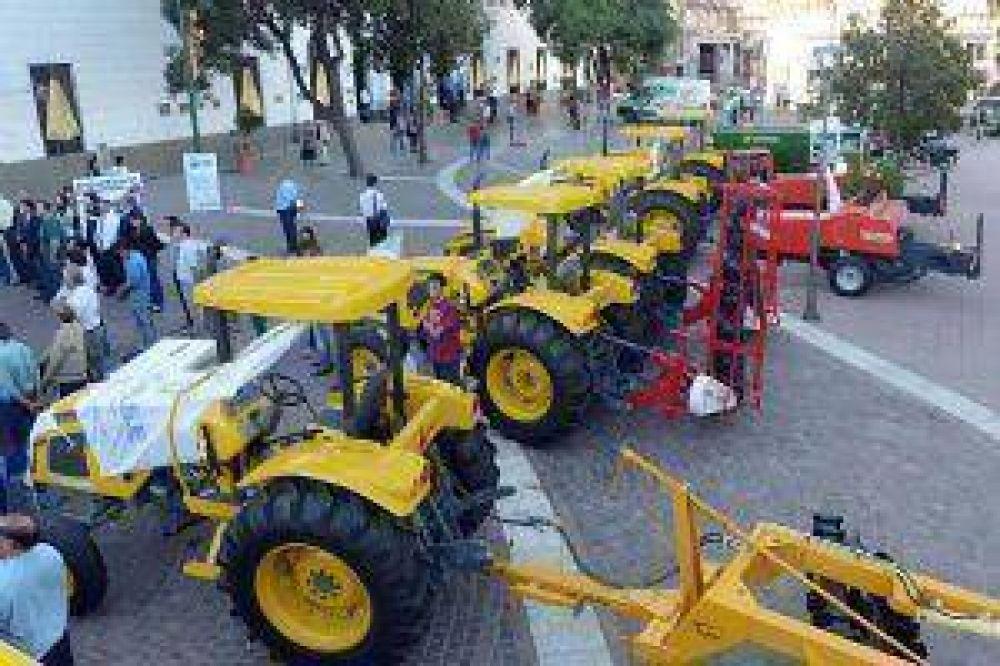 Presentaron las maquinarias y vehículos para la