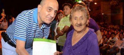 288 FAMILIAS RECIBIERON LA ESCRITURA DE SUS CASAS EN SAN PEDRO