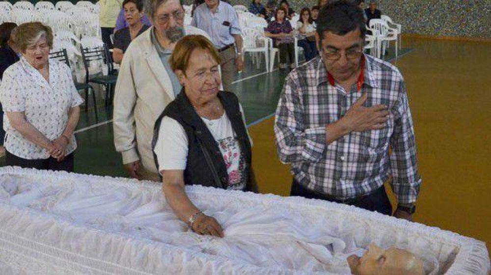 Una multitud acompañó al padre Juan Luzovec a su última morada
