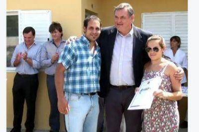 Un viceintendente recibió una casa del IAPV