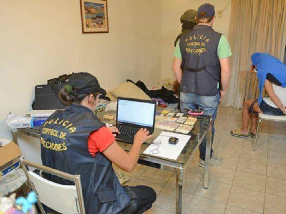 Desbaratan otra banda de distribuidores de drogas que operaba en Rosario y Roldán