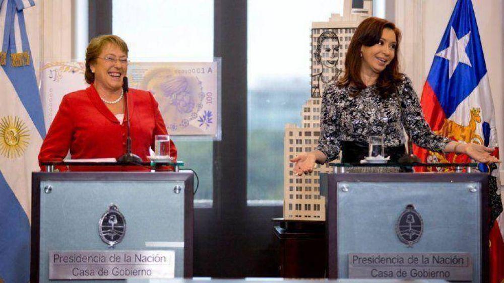La Presidente y Bachelet viajarán juntas al Vaticano