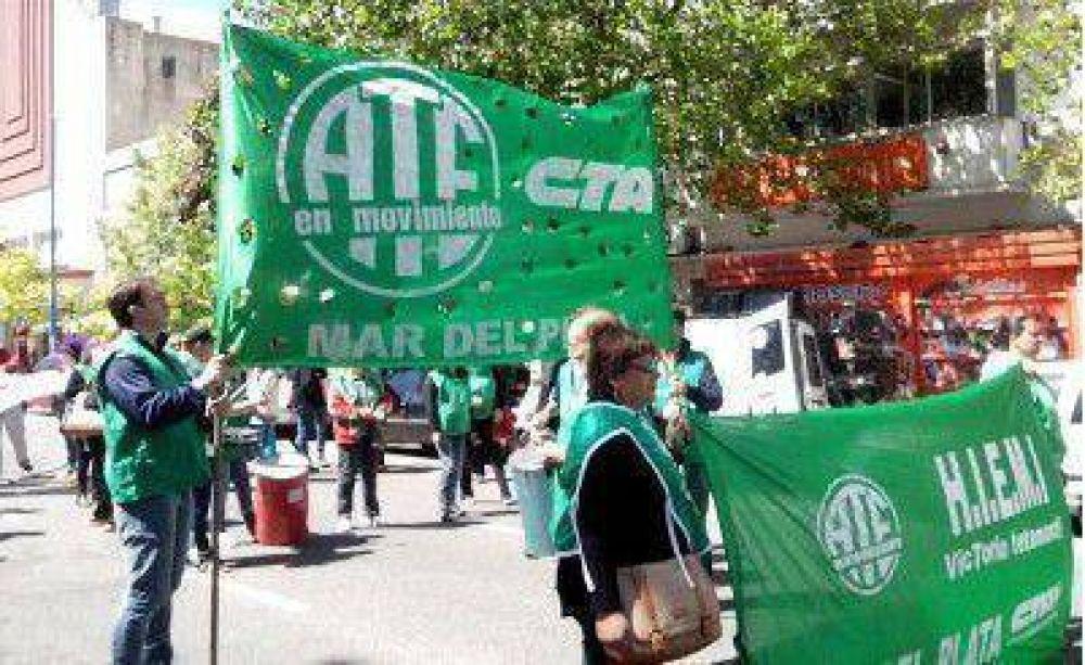 Trabajadores de ATE realizan un paro de actividades
