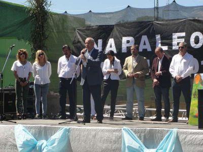 Gran marco de público participó de los festejos por el Centenario de Napaleofú