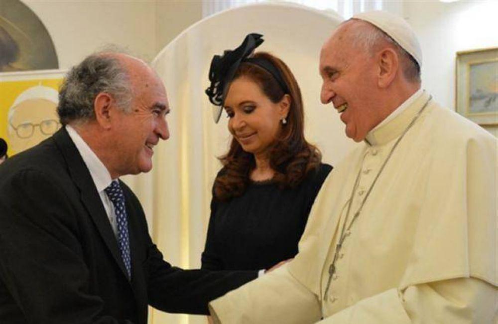 El neuquino Oscar Parrilli, bendecido por el Papa Francisco