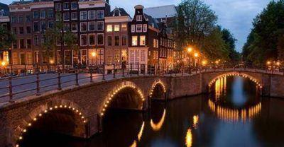 El alcalde de Amsterdam encendió velas de Jánuca contra la intolerancia
