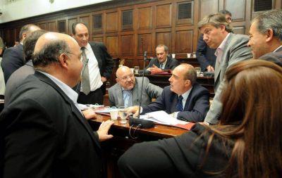 Otro día de furia entre el oficialismo y la UCR por el Presupuesto