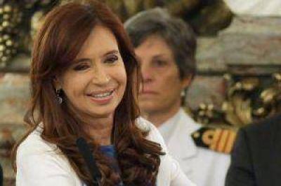 Por Twitter, Cristina destacó la baja de los combustibles