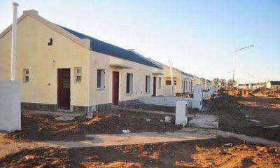 Uocra advierte que habrá unos 200 despidos por la licitación de viviendas que anuló el Ipav