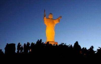 Scioli y Lunghi mostraron gestión en Tandil al inaugurar la iluminación del Cristo de las Sierras