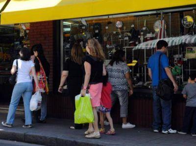 Los comercios rosarinos abrirán hoy sus puertas hasta las 17