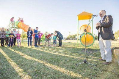 Inza inauguró la plaza integradora en el barrio Santa Lucía