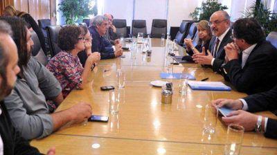 Los docentes disidentes de Ctera y Suteba cuestionaron las ofertas salariales de Macri y Scioli