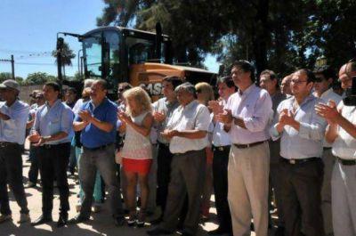 Capitanich y Darío Bacileff Ivanoff inauguraron un centro de salud y entregaron maquinarias