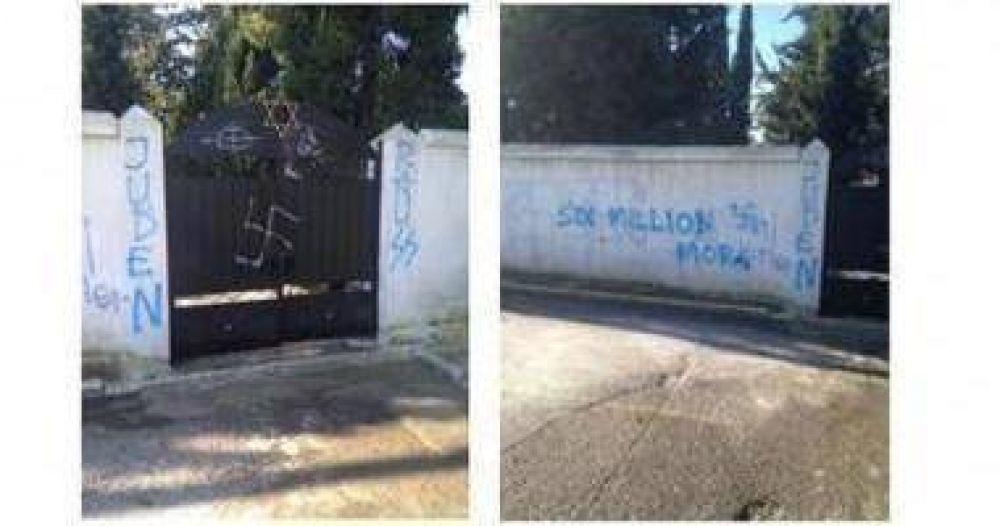 Grecia: Profanaron un cementerio judío con esvásticas y frases antisemitas