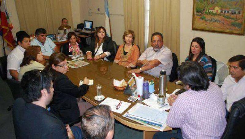 Gremios docentes quieren ver y analizar el decreto del aumento