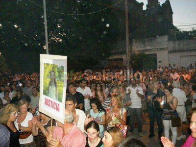 Multitudinaria Marcha de antorchas por el esclarecimiento del asesinato de Marisol Oyhanart