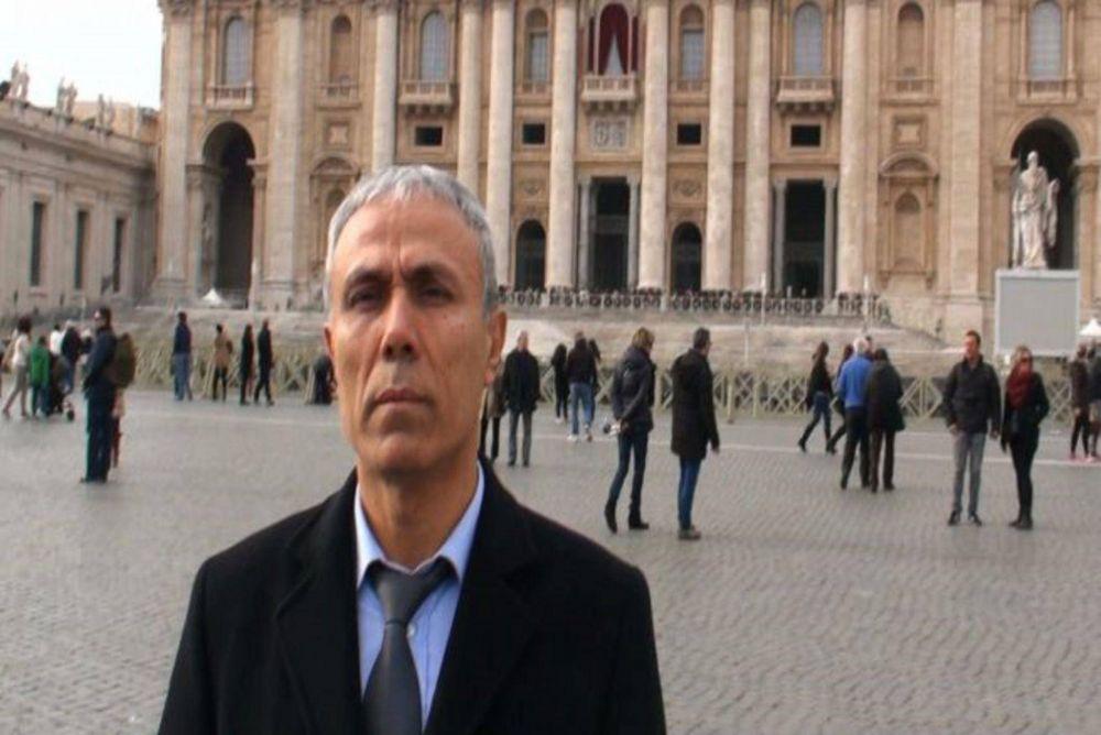 Ali Agca dejó flores en la tumba de Juan Pablo II y luego fue expulsado