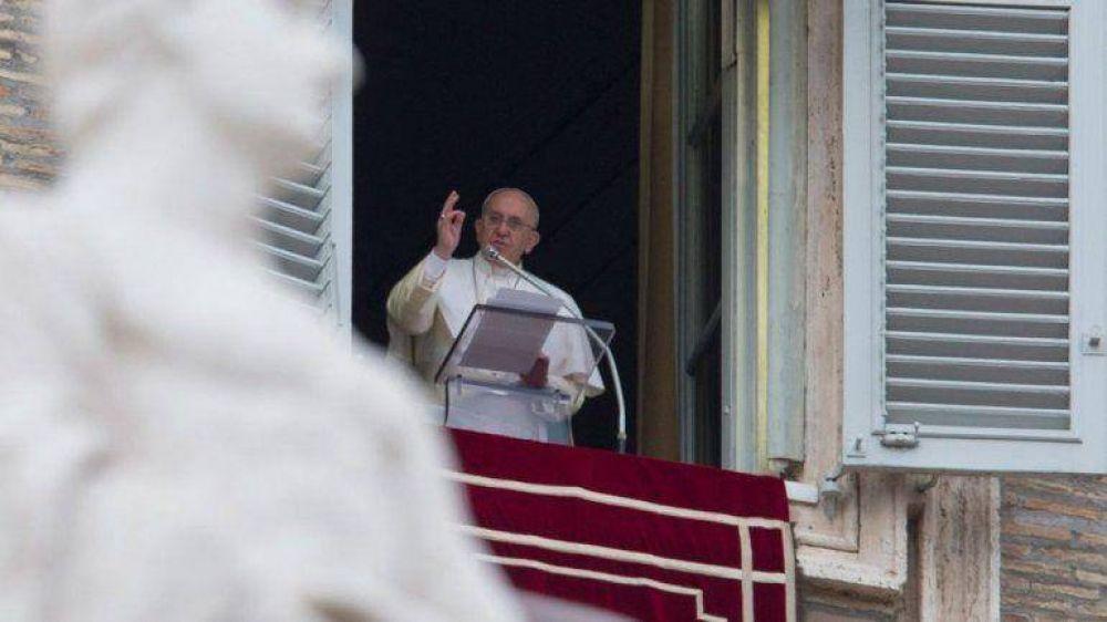 Francisco envió su apoyo a los desaparecidos del avión de AirAsia