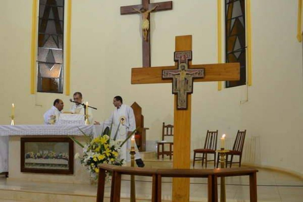 La Cruz bendecida por el Papa será recibida en Villa Mailín