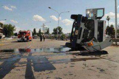 Un camión de caudales con dinero, volcó en Mendoza