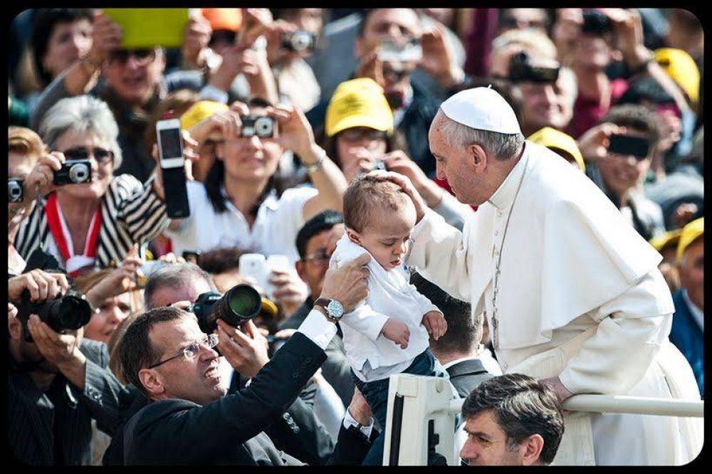 El Papa Francisco, cada vez más popular en todo el mundo