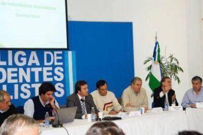 Intendentes del FpV rechazan la renegociación de los contratos petroleros