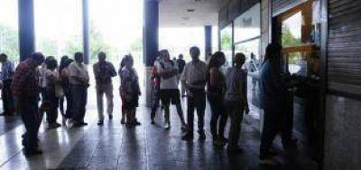 Los usuarios reclaman más rapidez y menos burocracia en el reparto de la Metropolitana
