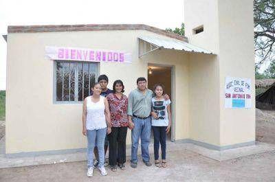 Entregaron vivienda social en Quenti Taco