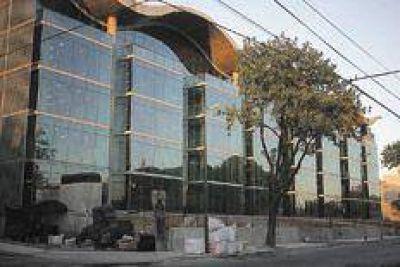 Un banco que está en campaña