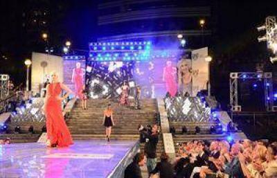 Por la pasarela del Moda Show, contra la violencia de g�nero