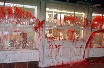 ¿Rito satánico? : Una joyería del centro con una insólita pintada...