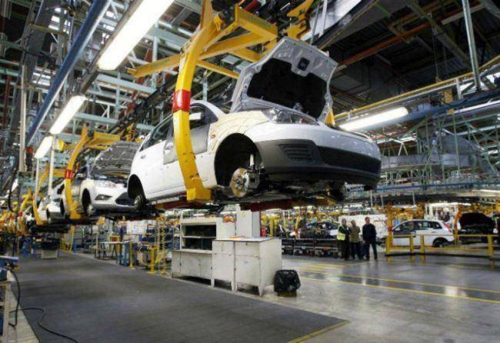 La venta de autos cayó casi un 30% en 2014