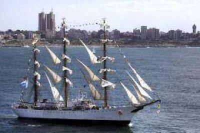 La Fragata Libertad llega a Mar del Plata para ser visitada por los turistas