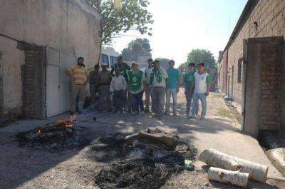 Sigue la protesta en la comuna de La Adela: dictan la conciliaci�n obligatoria para el 26