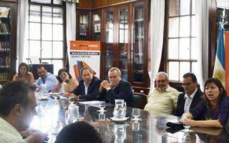 Paritarias estatales: UPCN y FEGEPPBA aceptaron la oferta de Scioli pero ATE la rechazó