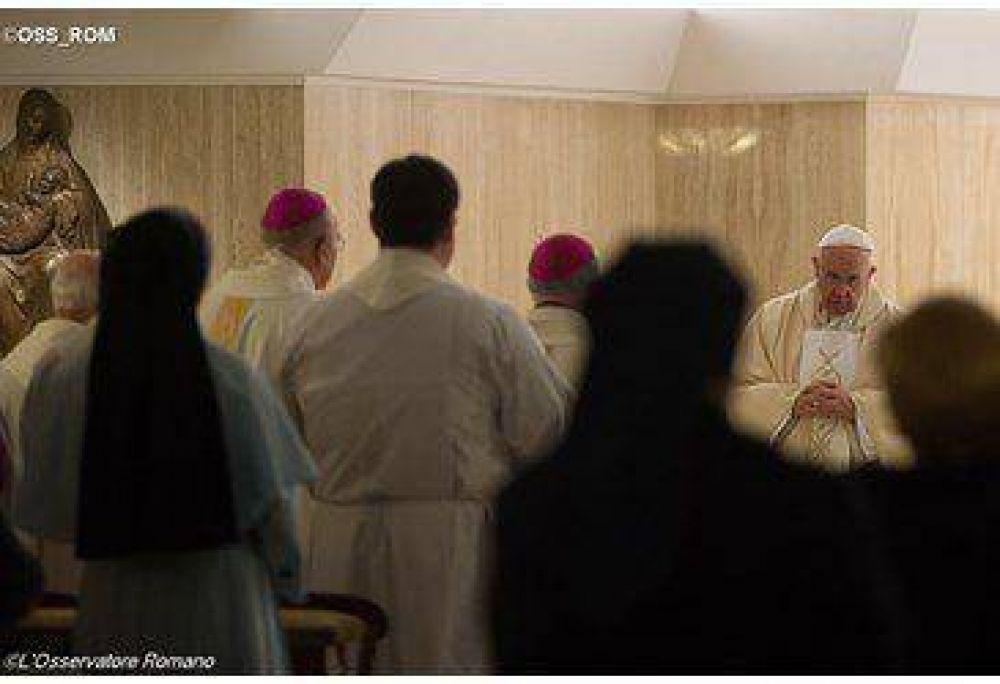 El Papa celebra la Misa por las víctimas del atentado en París