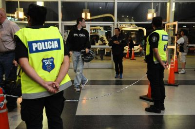 Perro policía detectó droga en equipaje de un pasajero